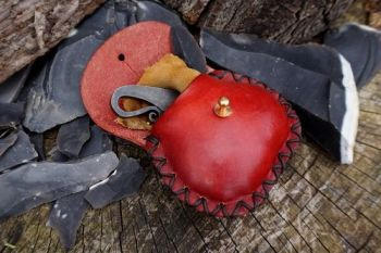 leather hand tooled leather coin purse with hearts made by beaver bushcraft
