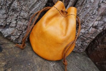 Fire faded leather tinder pouch by beaver bushcraft
