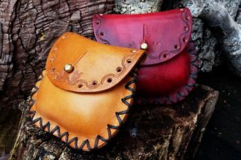 leather mini tinder pouch with punch hole detail and sam browne pree stud b