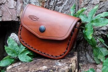 leather large saddle stitched gusseted pouch by beaver bushcraft