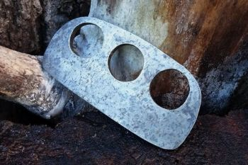 fire 3 fingered D shaped fire steel by beaver bushcraft