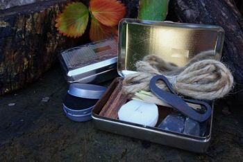 fire flanders tinderbox open by beaver bushcraft