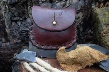 fire and leather distressed fire steel pouch by beaver bushcraft with tinde