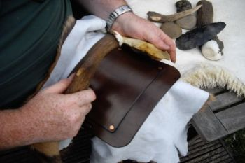 flint knee pad for flint knapping kit for beaver bushcraft