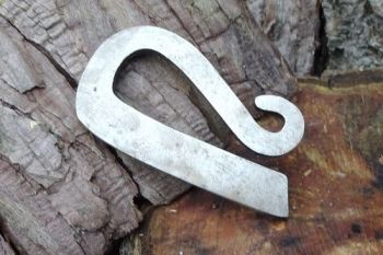 fire clasic simple R shaped fire steel made by beaver bushcraft