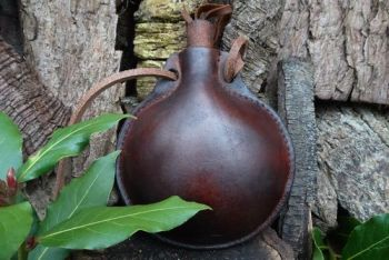 leather medium sized bottle neck flask hand crafted by beaver bushcraft