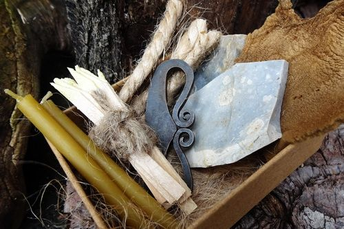 Beaver Bushcraft - Traditional 'Flint & Steel' Tinderbox with Full Fire Lig