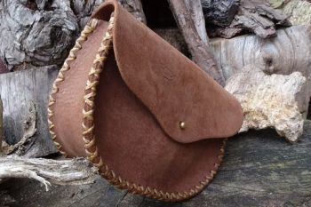 leather hand stitched gussted belt pouch extra large made by beaver bushcra