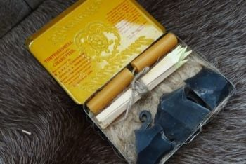 Vintage 1930s cig box with flint & steel fire lighting kit by beaver bushcr