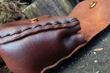 Leather old schhol style pouch by beaver bushcraft
