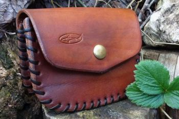 leather hand laced belt pouch and then hand dyed by beaver bushcraft
