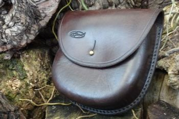 Leather wet moulded pouch slight patina aged look by beaver bushcraft