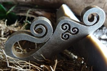 Fire steel ornate deisgn with triskele made by beaver bushcraft