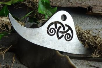 Fire steel viking bow with cut out design by beaver bushcraft