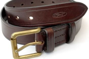 Leather 801 belt showing hand stitched detail by beaver bushcraft