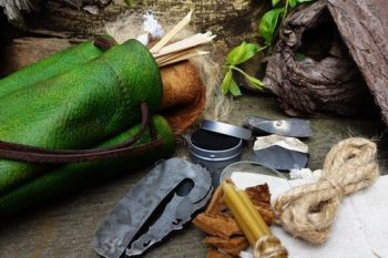 Fire lighting tinder pouch extra large dragon skin with kit be beaver bushc