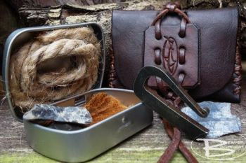 Fire & leather tinder pouch with mini R shaped fire steel by beaver bushcra