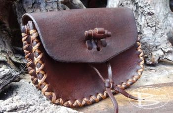 Vintage gussetted old school pouch made by beaver bushcraft