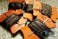 LEATHER ACCESSORIES - 10m Brown Tiger Thread + 2 x Leather Needles