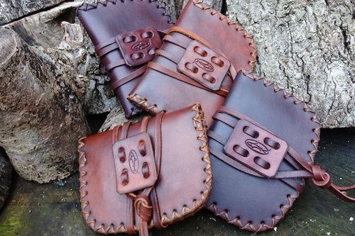 leather pioneering pouch for beaver bushcraft generic photo hudson bay version.JPG