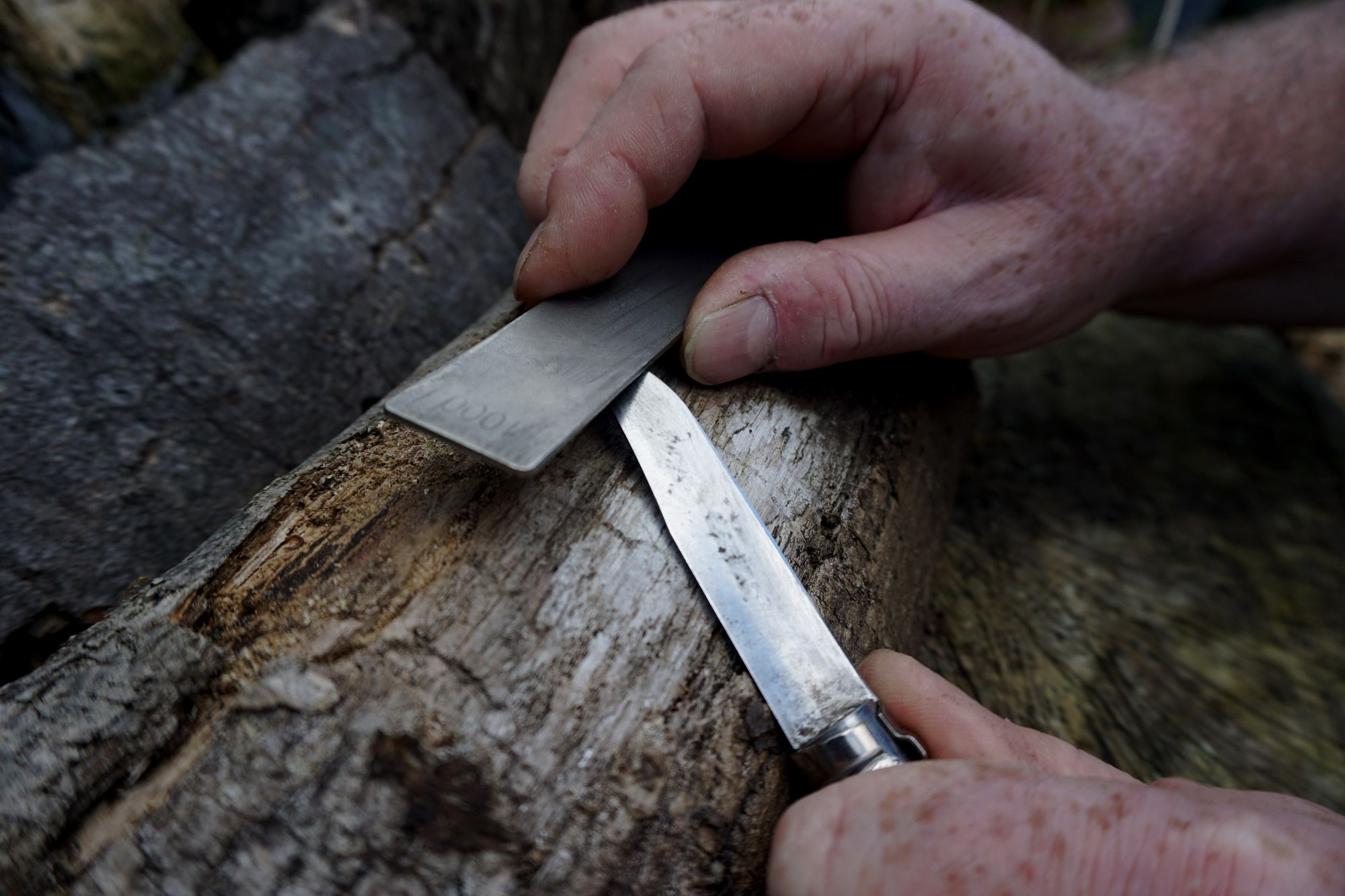 Sharpening the Belly of the knife by pivoting the blade on it's spine