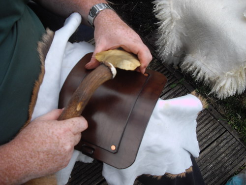 500-flint knapping knee pad in action