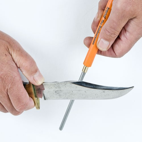 sharp-outdoorsman-with-knife