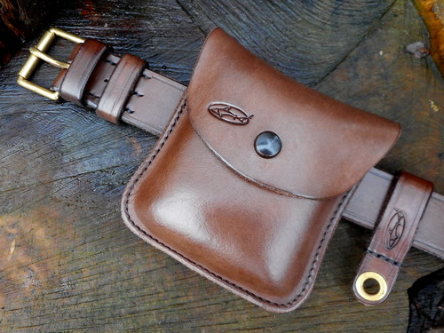 leather-hard pouch b2b 1oz tobacco pouch landscape press studs.on leather b