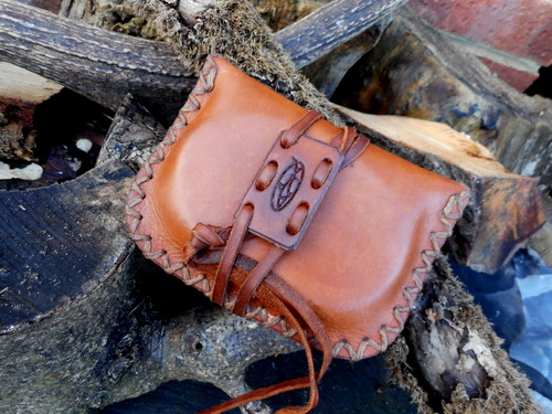 Leather-hard-hudson bay pioneers pouch main pic