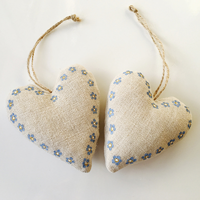 FORGET-ME-NOT HEARTS