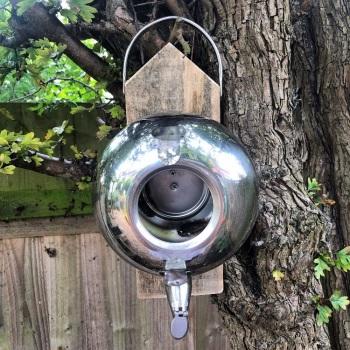 002 Bird feeder