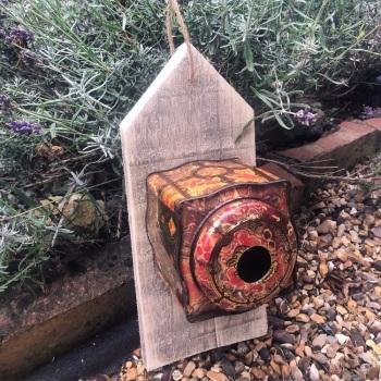 018 Birdhouse or feeder