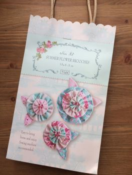 Tilda Country Escape Material Kit - Summer Flower Brooches