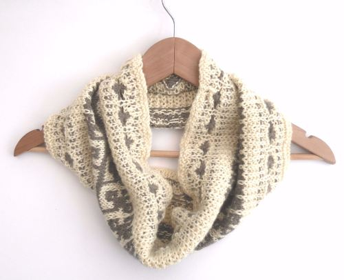 Trailing Leaves Hand knit cowl in 100% wool