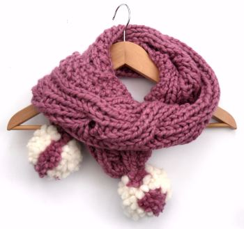 Girls chunky reversible pink scarf