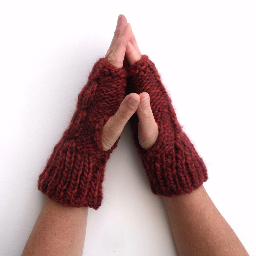 Maroon chunky gloves