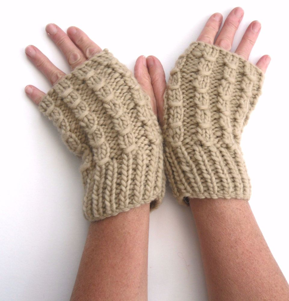 Chunky cream fingerless gloves