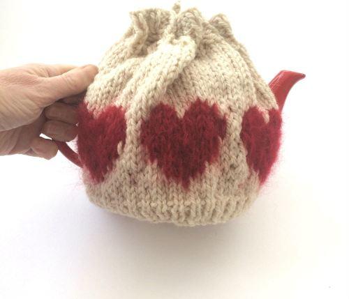 Cream hearts Tea Pot cosy