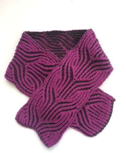 Reversible knitted scarf
