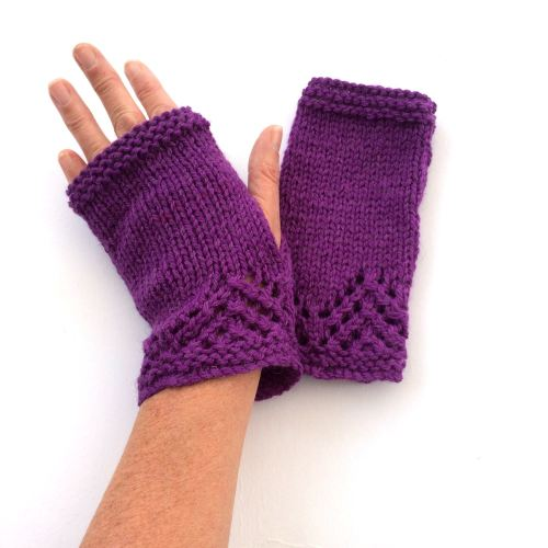 Purple lace fingerless gloves