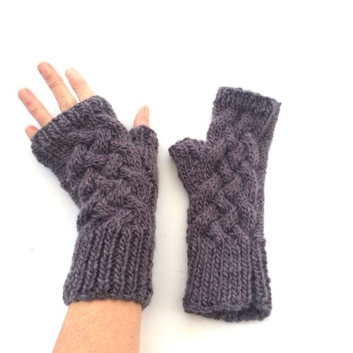 Purple cable wool fingerless gloves