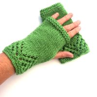Green lace fingerless gloves