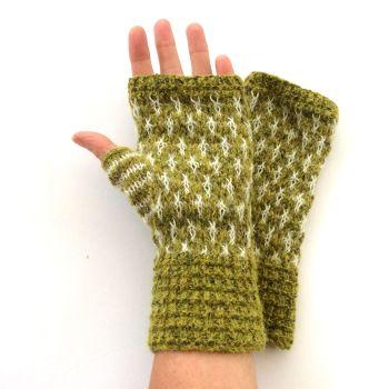 Green pattern fingerless gloves