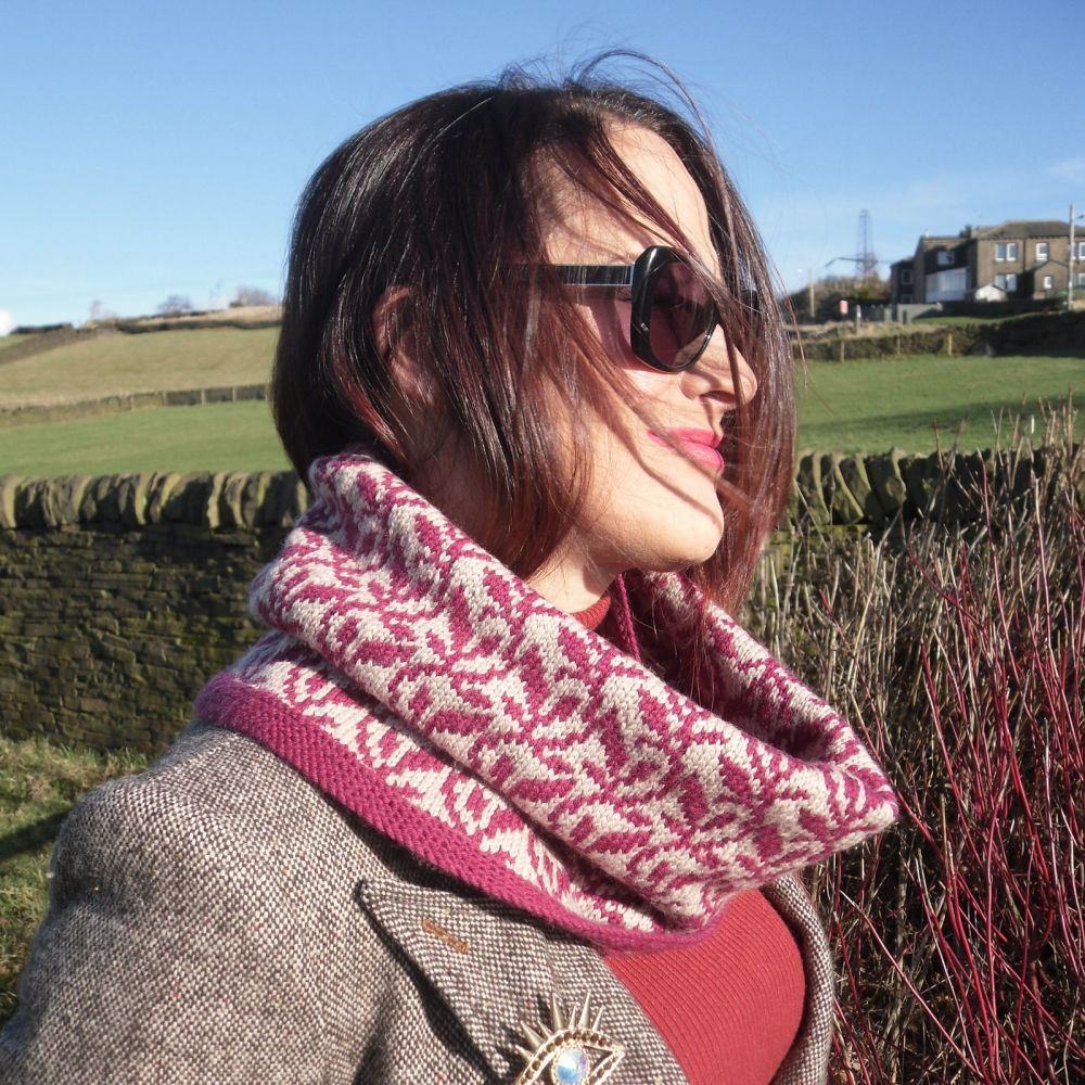Knit pattern for trailing leaves cowl