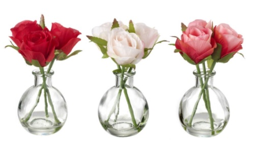 Rose posy in glass vase