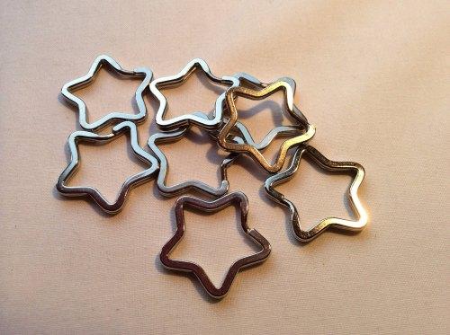 Star shaped keyrings