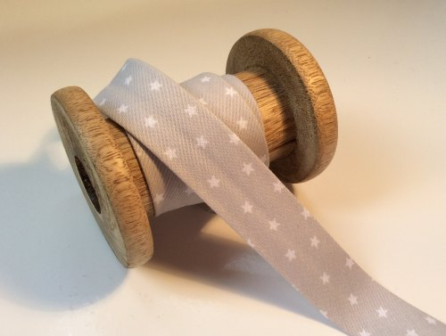 Soft grey star print 20mm bias binding