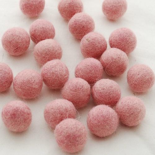 SOFT PINK - 2cm felt balls