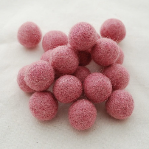 STRAWBERRY PINK - 2cm felt balls