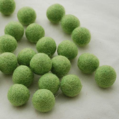 FRESH GRASS - 2cm felt balls